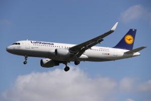 D-AIZW_Airbus_A.320SL_Lufthansa_(13895029054)